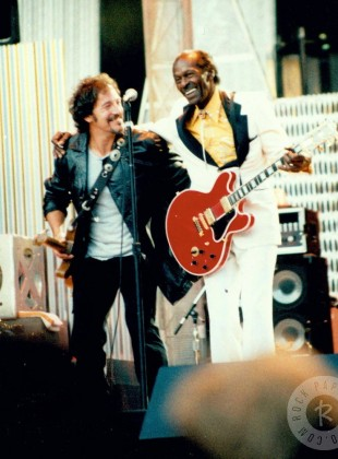 Chuck Berry & Bruce Springsteen – Johnny B. Goode